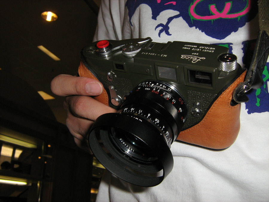 Leica M3 with Carl Zeiss Planar 2/50 ZM T* lens - Hawaii Camera Style